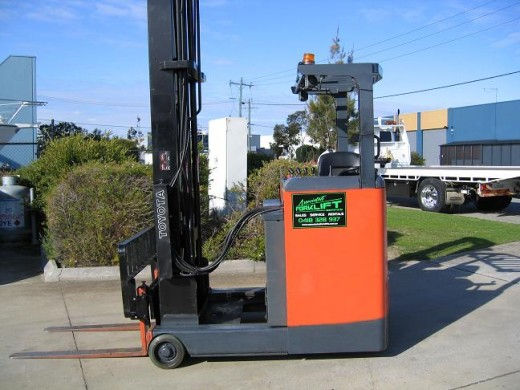 Toyota 1 6t Battery Electric Reach Truck With 7 5mtr Lift