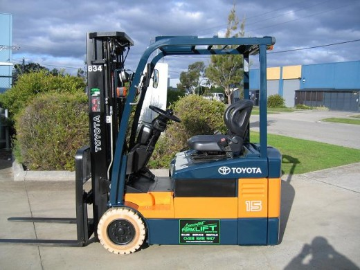 Mast Forklift Operation : Toyota fbe container mast wheeler with low hours